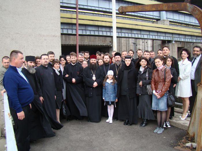 Miercuri 27 aprilie, prin bunăvoinţa Preasfinţitului Părinte Nicodim, Episcopul Severinului şi Strehaiei, membrii coralei episcopale şi angajaţii Centrului Eparhial al Episcopiei Slatinei şi Romanaţilor, însoţiţi de către PS Părinte Sebastian, […]