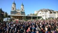 Cea mai populară dintre toţi sfinţii ale căror moaşte se află pe teritoriul României, Sfânta Cuvioasă Parascheva, a adunat în ziua cinstirii sale mii de pelerini din toate colţurile ţării. […]