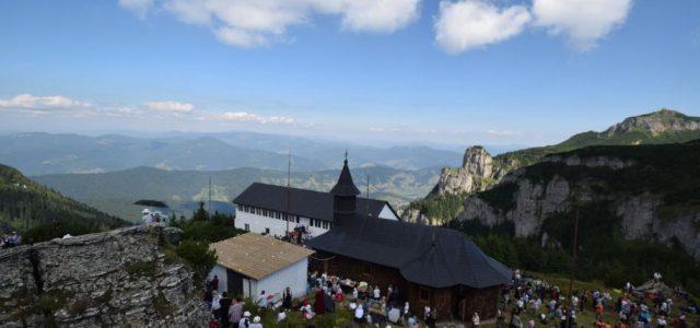 Mănăstirea Ceahlău, situată la altitudinea de 1.800 m, şi-a sărbătorit astăzi principalul hram –marea sărbătoare a Schimbării la Faţă, în prezenţa a trei ierarhi și a peste 1000 de pelerini […]