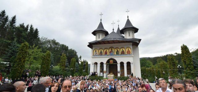 Bucuria de a fi alături de Sfânta Cuvioasă Teodora de la Sihla în ziua prăznuirii ei, dar şi dorinţa de a se ruga la mormintele marilor duhovnici Ilie Cleopa, Ioanichie […]