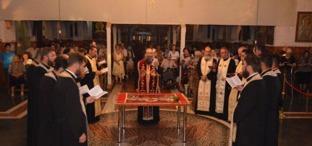 În seara zilei de miercuri, 14 august, Preasfinţitul Părinte Sebastian, înconjurat de un numeros sobor de preoţi şi diaconi, a săvârşit slujbaDeniei Prohodului Maicii Domnuluila Catedrala Episcopală din Slatina. După […]