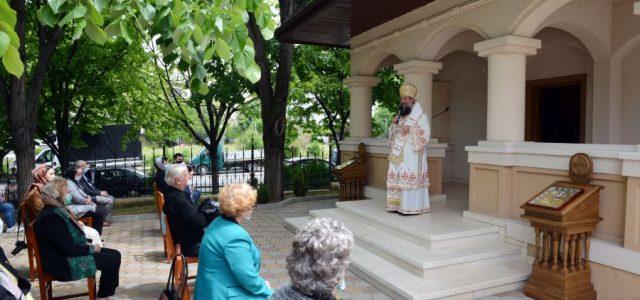 Duminică, 17 mai, Preasfințitul Episcop Sebastian a slujit Sfânta Liturghie la biserica mică a ansamblului catedralei episcopale, hirotonind preot pe diac. Odă Alexandru și diacon pe teologul Nuță-Osiceanu Mihai. În […]